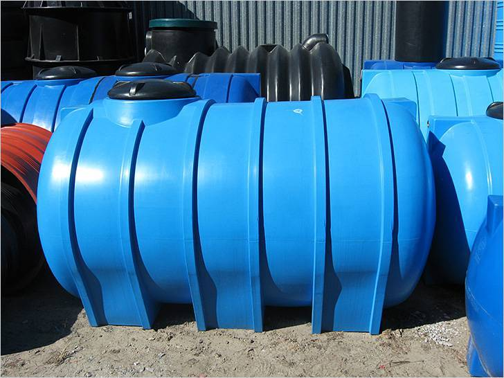 Пластиковая емкость под канализацию