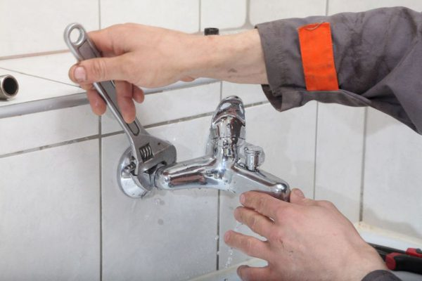 Разобрать смеситель в ванной с душем