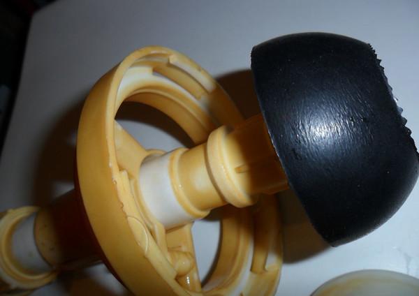 Поплавок для унитаза с нижней подводкой