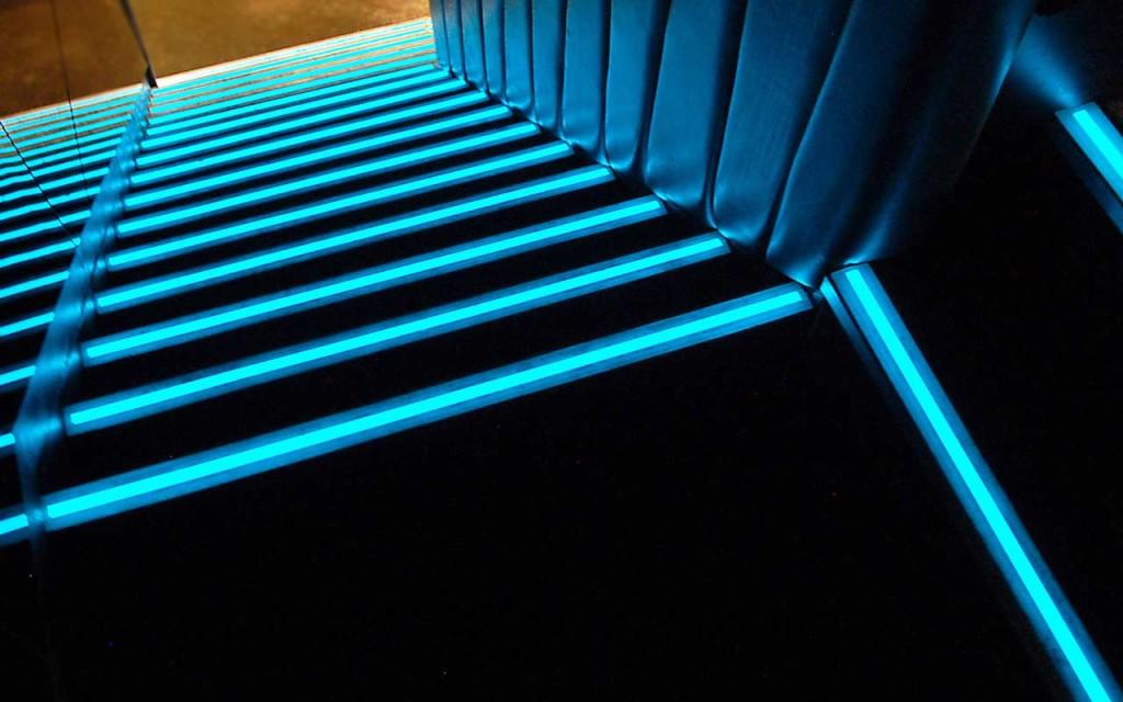 Подсветка для ступеней лестницы